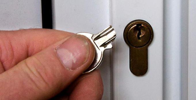 Что следует делать, если ключ сломался в замочном механизме